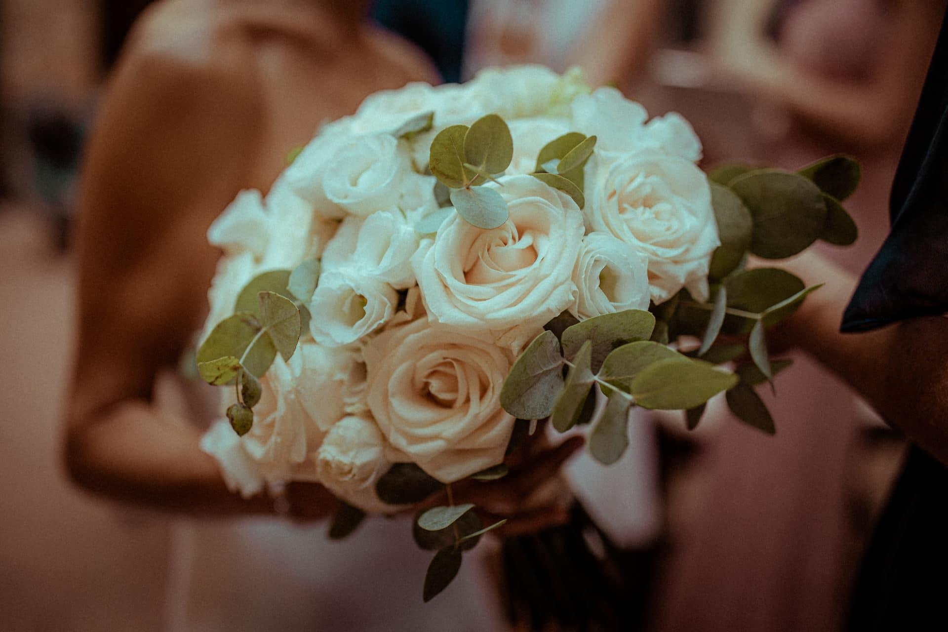 detail bouquet fleurs a la mairie