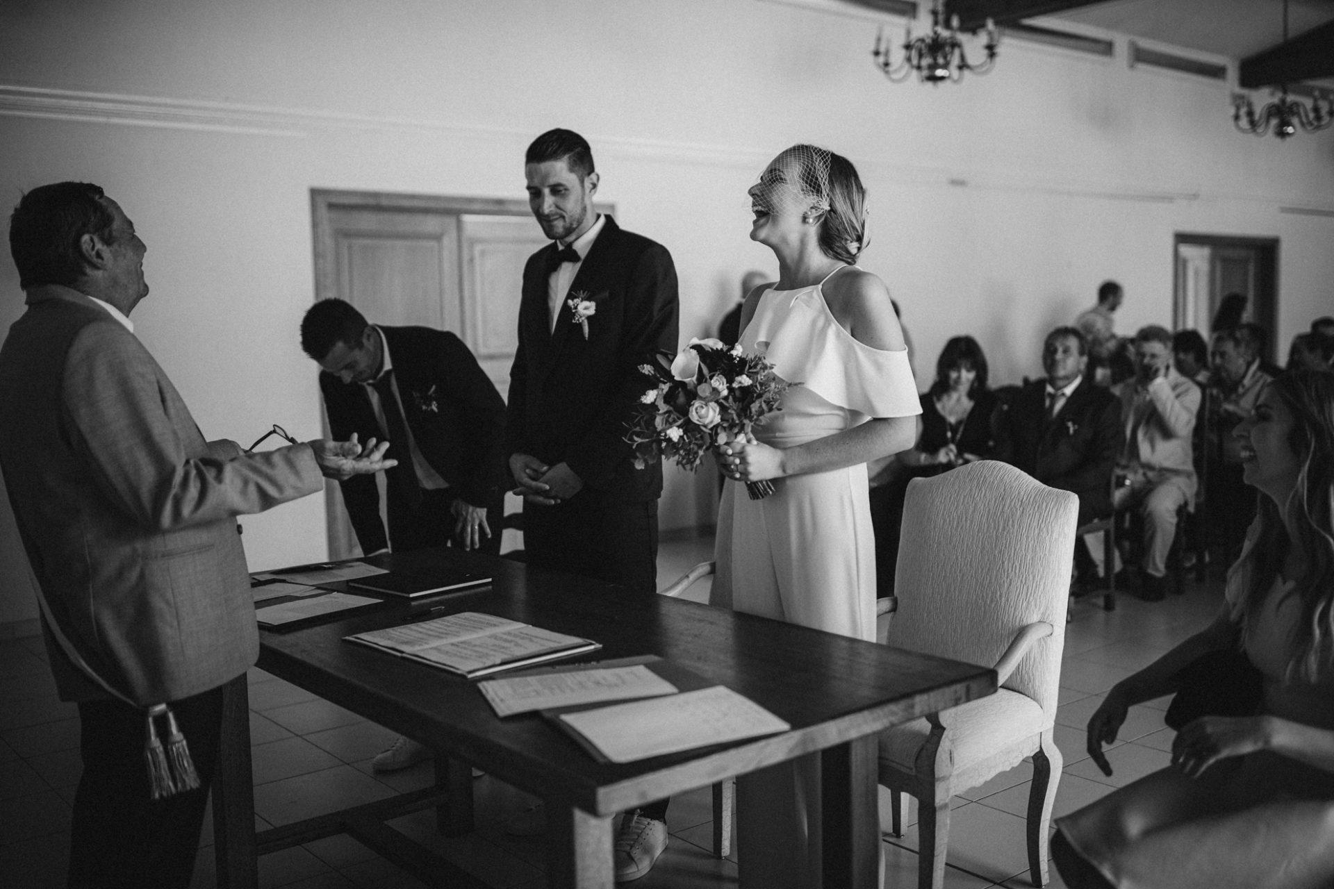 photographie de mariage naturelle spontanee mairie