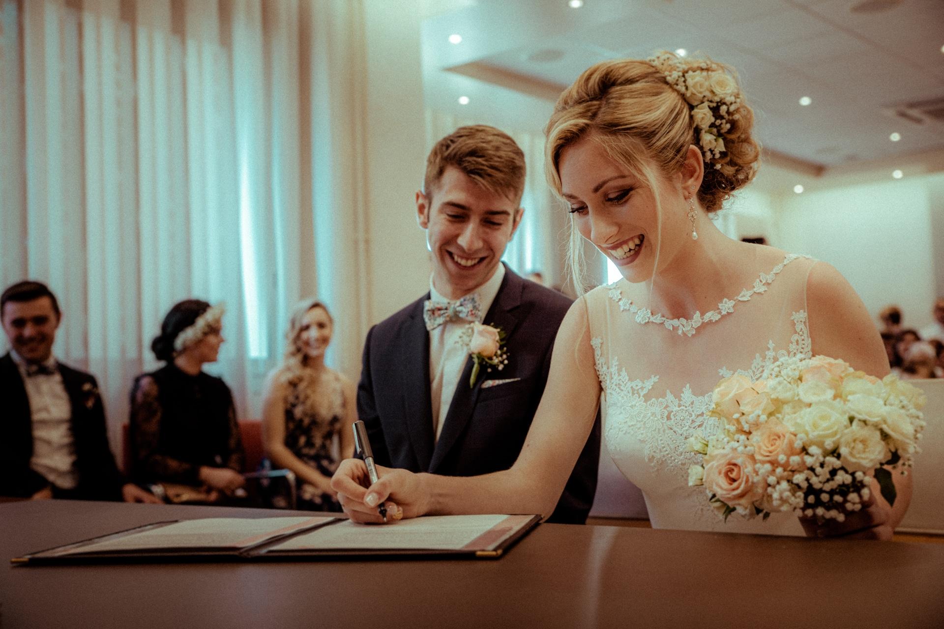 signature de la mariee heureuse