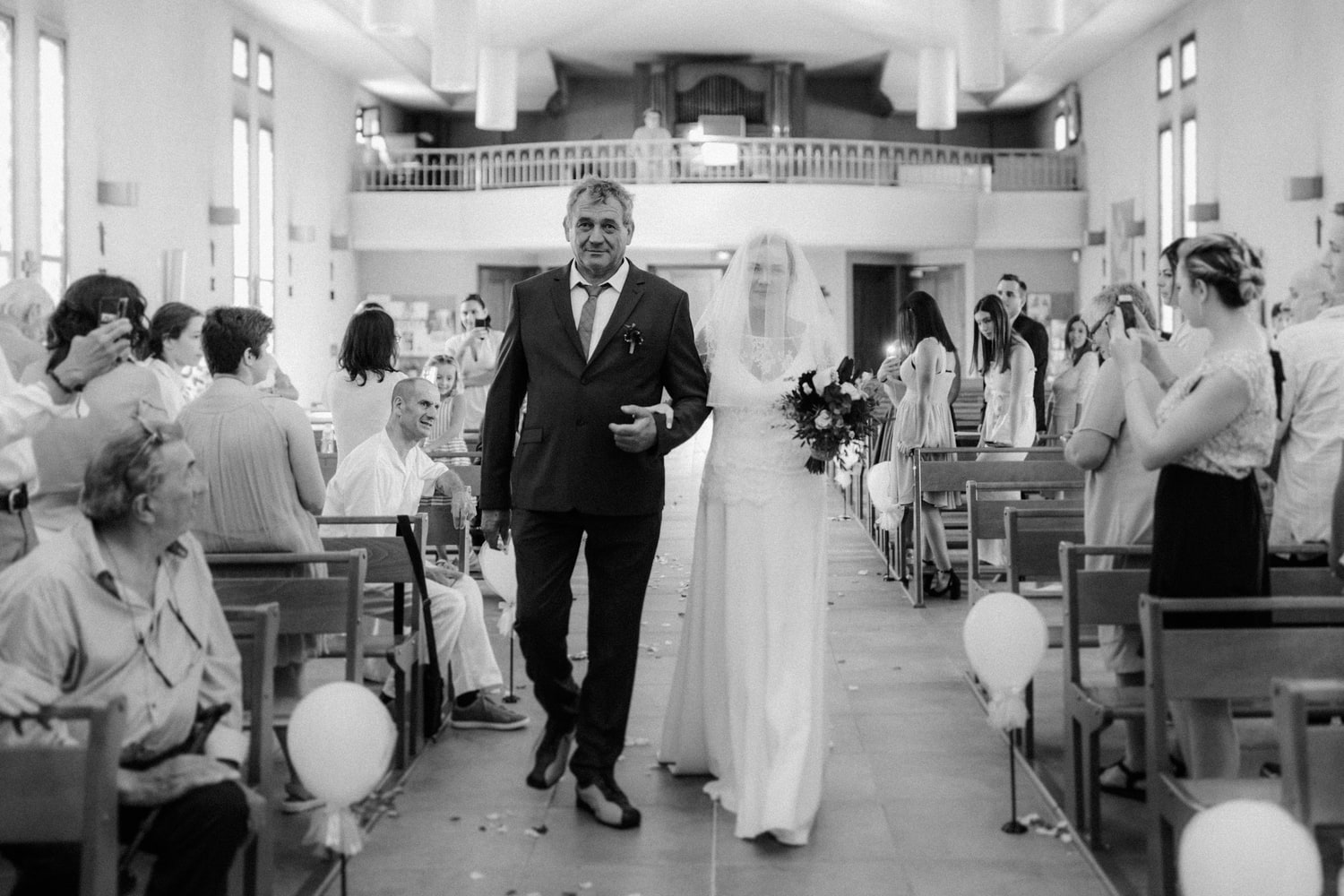 bride church arrival with father