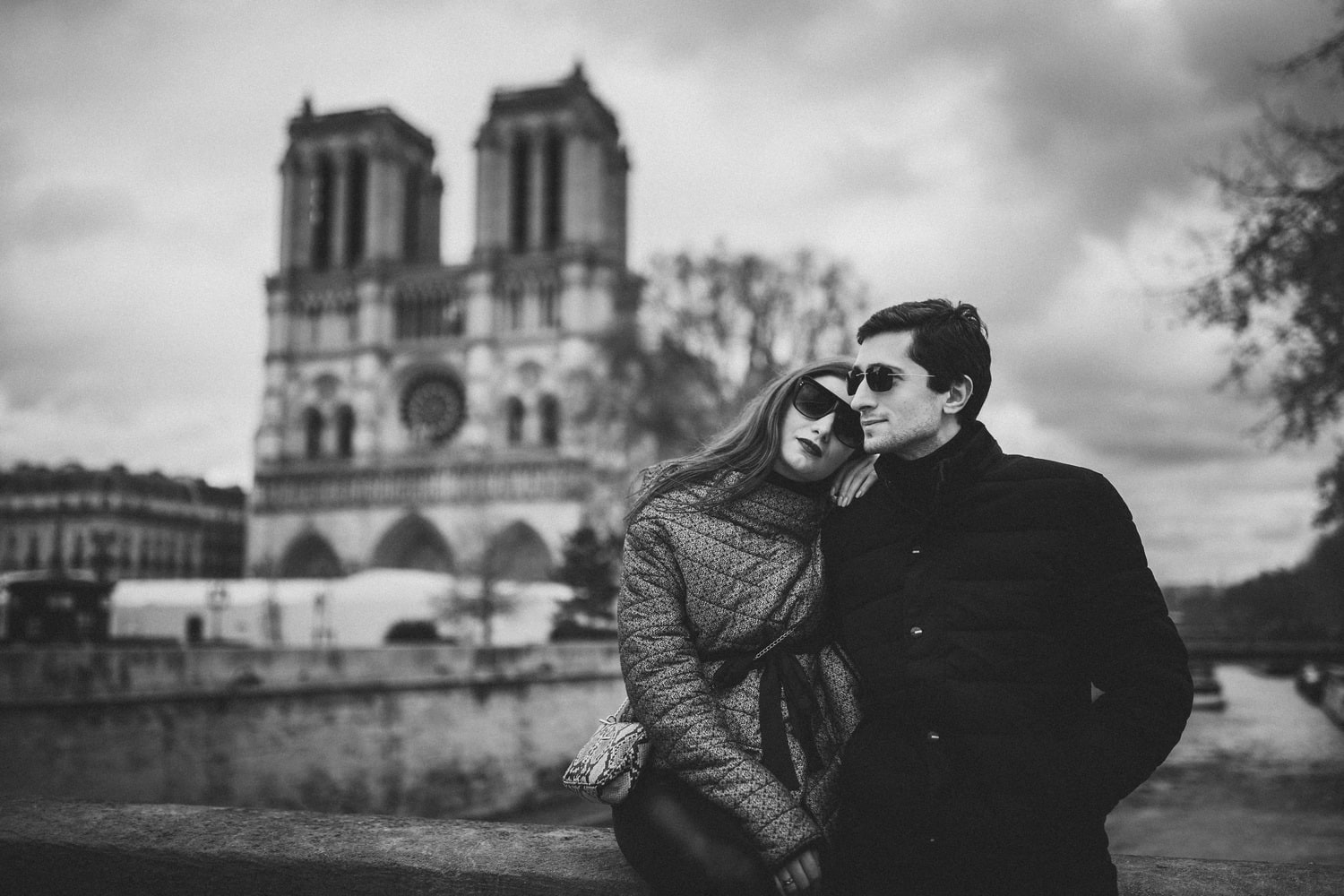 couple photoshoot in paris notre dame