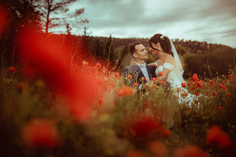 photos de mariage près de marseille dans les coquelicots