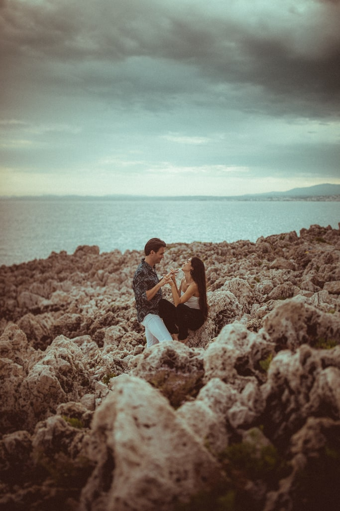 photos engagement session couple french riviera