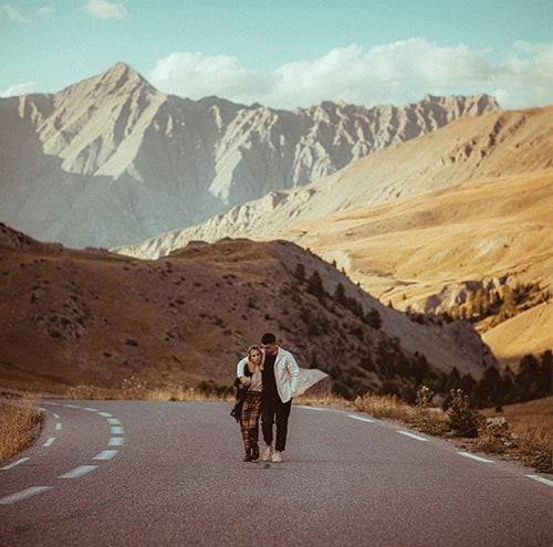 photo de couple en montagne par terence baelen photographe mariage reims marne